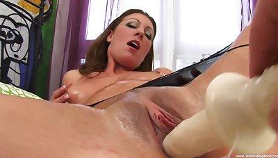 Solo babe provides grim XXX solo scenes when masturbating