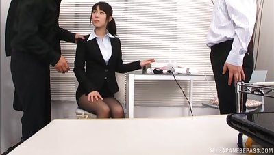 Disconsolate office lady Kitagawa Yuzu drops her panties to attempt a 3-way